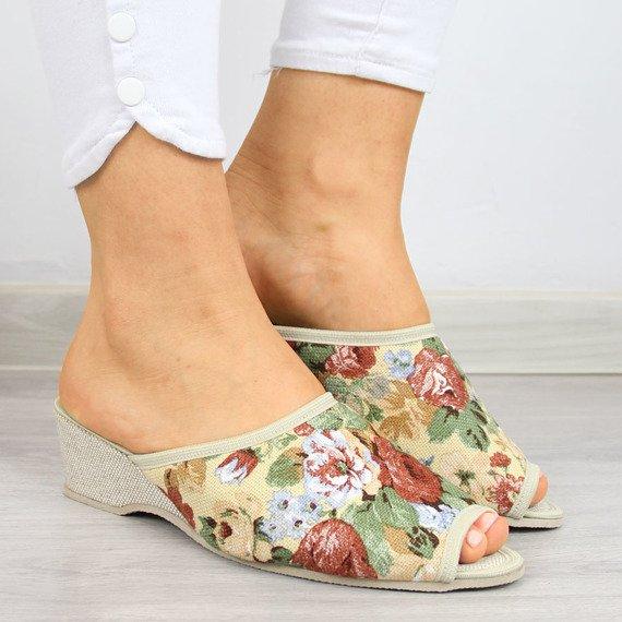 Beżowe laczki domowe damskie w kwiaty Eliza