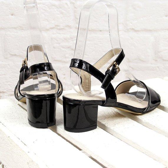 Czarne sandały lakierowane na obcasie Wishot