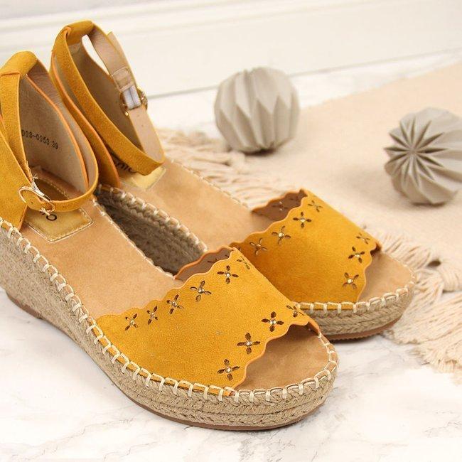 Sandały damskie espadryle na koturnie żółte eVento