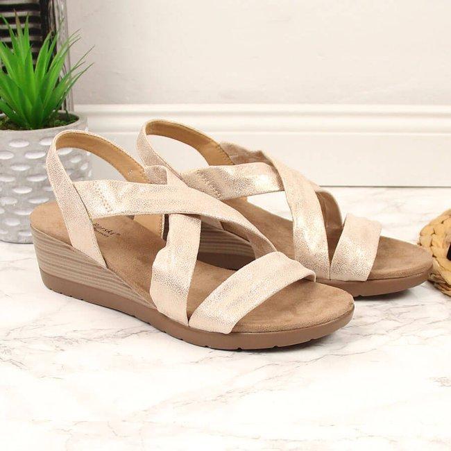Sandały damskie na koturnie beżowe z połyskiem S.Barski