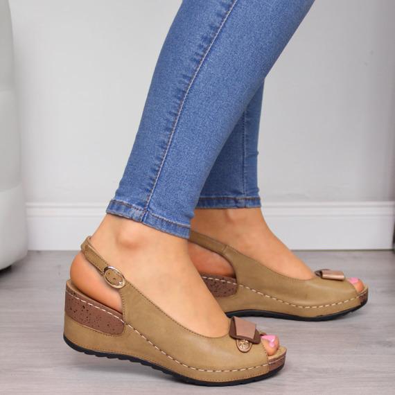 Sandały damskie na koturnie brązowe eVento
