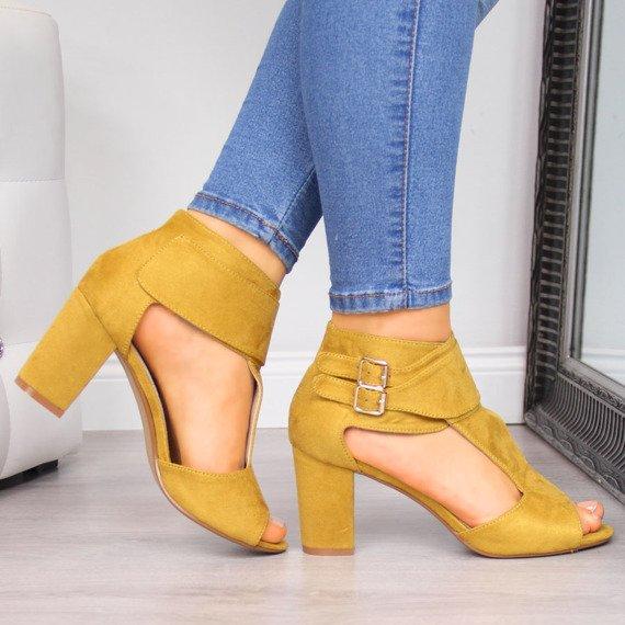 Sandały damskie na słupku musztardowe Sabatina