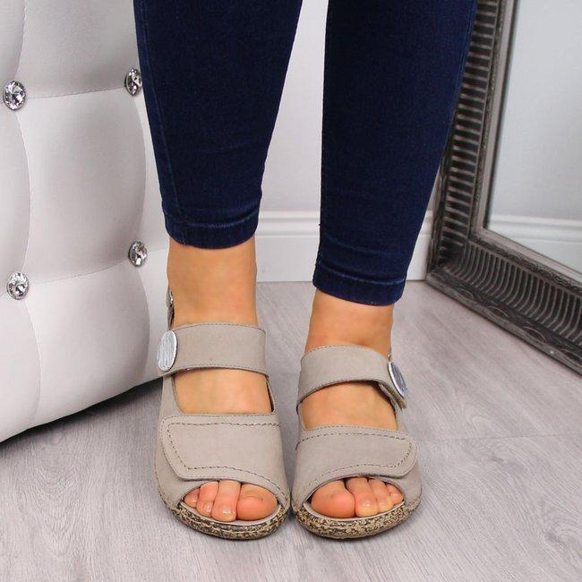 Sandały damskie skórzane na koturnie beżowe Rieker V7272