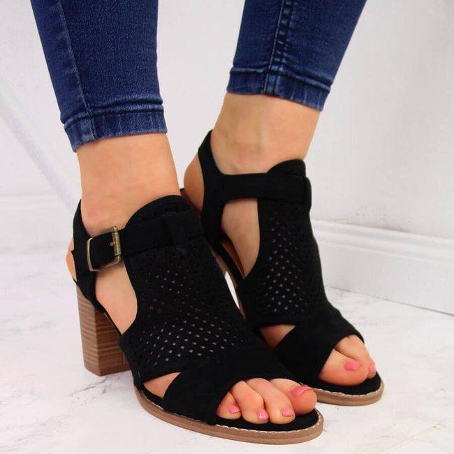 Sandały damskie zabudowane na słupku czarne eVento