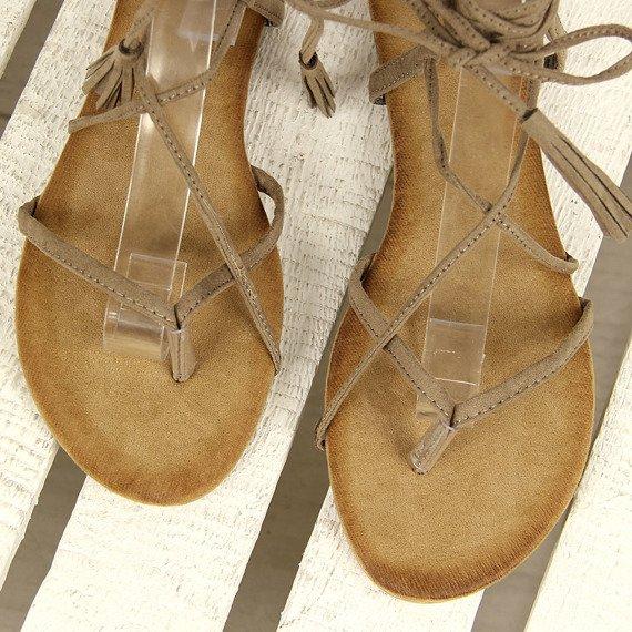 Sandały japonki wiązane z frędzlami beżowe Vices