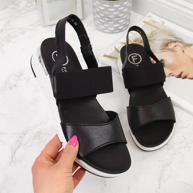 Sandały skórzane damskie na koturnie czarne Filippo