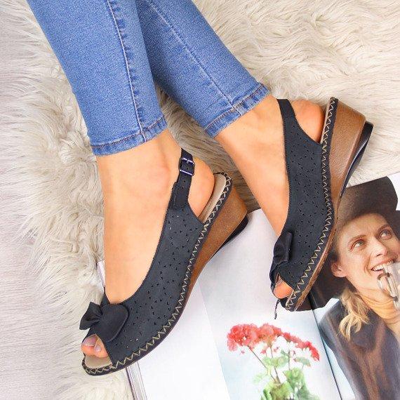 Sandały skórzane z kokardą granatowe Rieker 66178-14