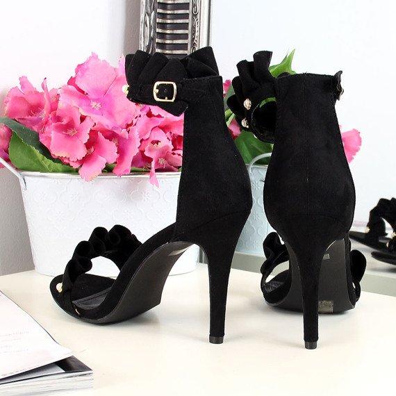 Sandały szpilki z falbanką czarne Sergio Todzi