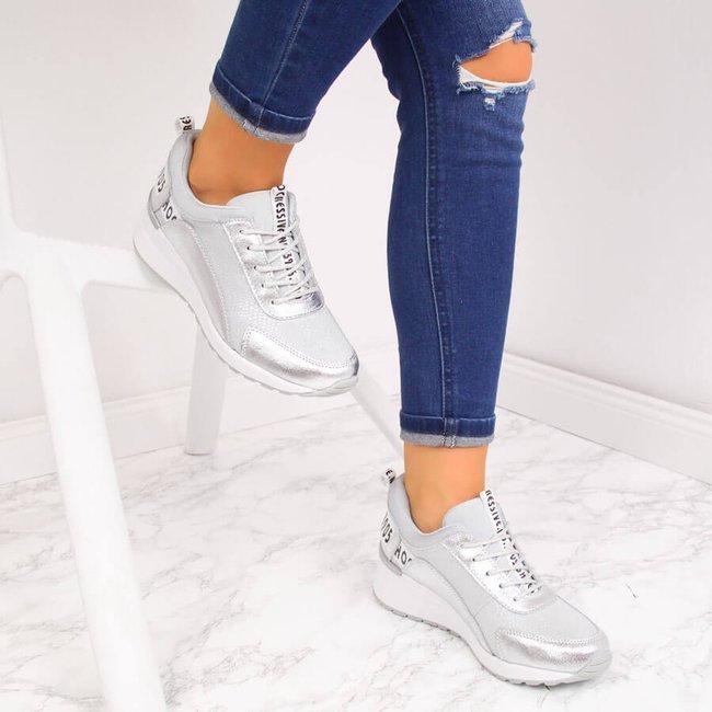 Sneakersy skórzane metaliczne na koturnie srebrne Vinceza
